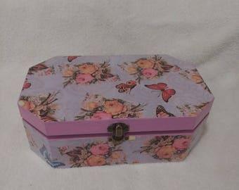 Vintage jewelry or Keepsake Box
