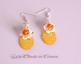 Boucles d'oreille goutte, jaune à pois blancs, fleur jaune et blanche