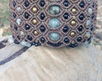 Macrame bracelet with Labradorite