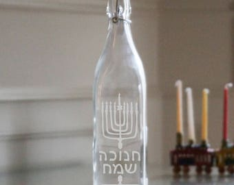 Chanukah Etched Judaica Glass Decanter Swing-top Bottle, Personalized Gift, Chanukah Gift, Hanukkah Gift, Chanukah Menorah, Chanukah Decor