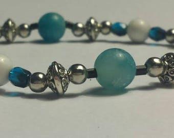 Blue dragons vein agate and white howlite beaded bracelet