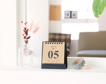 2018 DESK MINI Calendar | Solid Calendar | Christmas Gift | Stand Calendar | Kraft Calendar | Monthly Planner | Yearly Planner | Scheduler