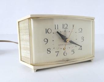 Vintage GE alarm clock, 1960