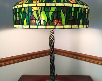 "18"" Tiffany Tulip Stained Glass Lamp"