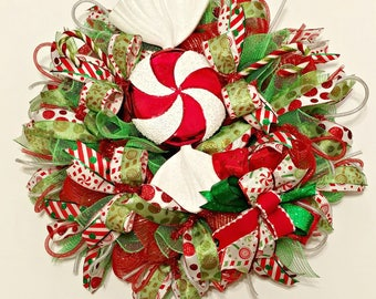 Peppermint Wreath, Candy Wreath, Red and White Wreath, Christmas Candy Wreath, Peppermint Dorr Decor, Red and White Wreath