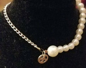 Pearly beads bracelet with peace charm