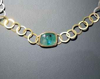 Chain with gold, silver and emerald