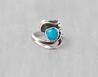 Vintage Turquoise Ring - unique sterling silver abstract eye setting - blue stone in sawtooth bezel - Southwestern jewelry - Size 5.5