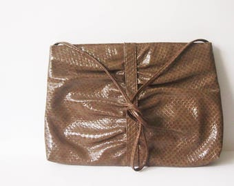 Vintage 1960s Tan Brown Snakeskin Handbag / 60s Snake Skin Cross Body Purse / Indie Shoulder Bag / Oversize Envelope Clutch Purse