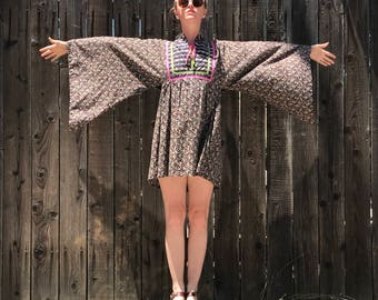 60s Mini Dress // Angel Sleeve // Floral Print // Hippie Clothes // Bohemian Clothing // Festival Fashion // Boho Chic // XS SMALL