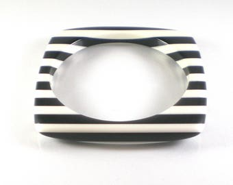 Black and White Square Striped Bracelet Mod Mid Century Lucite Plastic Vintage Bangle
