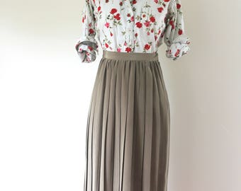 1990s Olive Green Pleated Midi Skirt