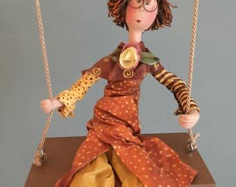 ooak art doll,art doll,poupées d'art,poupée ,orange, yellow , round glasses, swing, balançoire,figurine,circus,marionnette,sculpture,lutin
