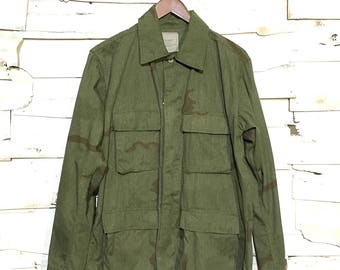 Vintage Army Issue Dyed Dessert Camo 100% Cotton Warm Weather Button Up Jacket Made in USA - Army Green