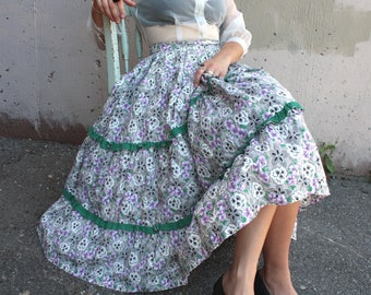 Vintage 1940's Circle Skirt // 40s 50s Grey and Purple Floral Patio Skirt with Green Trim // Tiered Cotton Prairie Circle Skirt