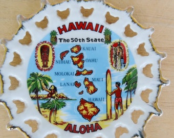 Vintage Souvenir Plate Wall Hanging of Hawaii and Islands Made in Japan