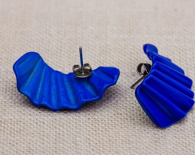 Electric Blue Vintage Earrings 1980s - 1990s Dimensional Colorful Enamel Fan Shape Pierced Earings | Studs 7TU