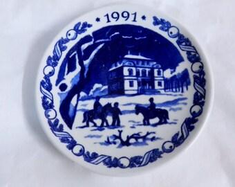 1991 Royal Copenhagen Denmark Mini Christmas Plate - Eremitage Castle