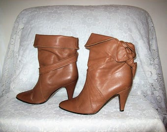 Vintage 1970s Ladies Taupe Leather Cuffable High Heel Ankle Boots by Bare Traps Size 5 1/2 Only 12 USD