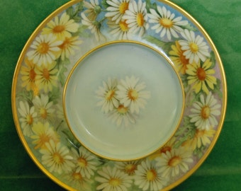 """Reduced Price: Vintage 1920s CHEESE & CRACKER r Shrimp Hand Painted Sgnd n Dated 1927 9""""Di White n Yellow Daisies Multi Color Exc Condition"""