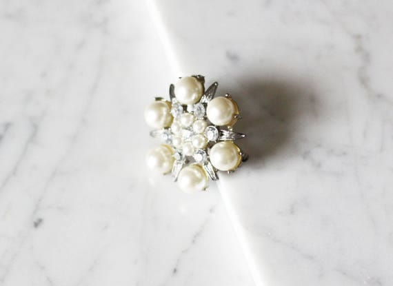 1960s silver and pearl cluster brooch // 1960s pin // vintage pearl brooch