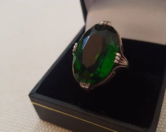 Antique Art Nouveau Emerald Green Glass & Sterling Silver Ring