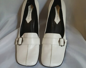 SHOP CLOSING 70% OFF White leather pumps shoes Enzo Angiolini white loafers womens shoes womens accessories Size 8