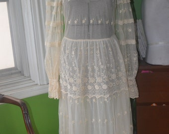 1960S/1970S VINTAGE  IVORY LACE Bohemian Wedding Dress - Victorian style