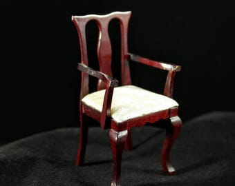 """Dollhouse Miniatures 1"""" scale Bespaq formal mahogany dining chair with upholstered seat in cream color."""