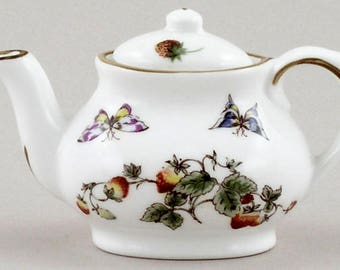 Coalport Bone China Miniature Teapot Strawberry