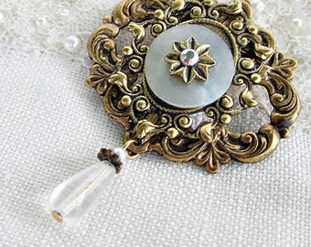 Shell Button Brooch, Vintage Button Brooch, Antiqued Brass w White Shell Button, Vintage Buttons, Antique Button Jewelry, Ornate Button Pin