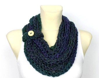 Chunky Infinity Shawl - Chain Knit Scarf - Finger Knit Scarf - Womens Knit Infinity - Knit Scarf Necklace - Bulky Infinity Scarf - Green