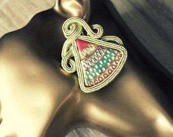 Stud earrings in gold