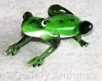 Lovely Vintage Murano, Italian Art Glass Frog / Toad Figurine - Green with Black Spots c.1970's (ref: 5010)