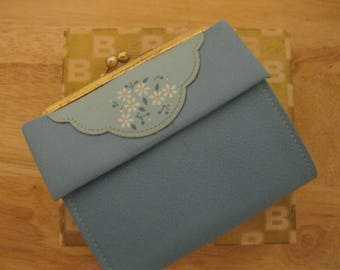 "Vintage Lady Buxton  Baby Blue Leather Wallet with Daises "" New with Box ""FREE SHIPPING"""