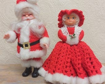 Mr. & Mrs. Santa Claus Figurines in Crocheted Outfits Kitsch Christmas Decor