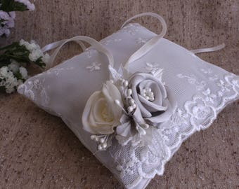 Light gray ivory ring pillow,wedding ring pillow,flower pillow,roses Wedding ring Pillow,satin wedding ring pillow,wedding ceremony pillow