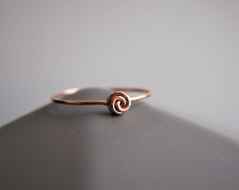 Rose wire ring. Rose ring. Minimalist wire ring. 14k Gold Filled ring. Sterling silver ring. Modern ring. Floral ring. Stacking ring