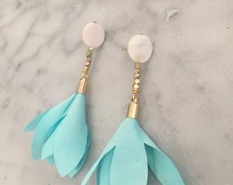 Fresh water pearl flower drop earring