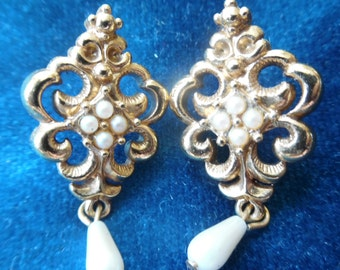 Vintage Faux Gold and Pearl Post Earrings