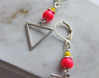 Pyramid with neon pink howlite (BoA24)