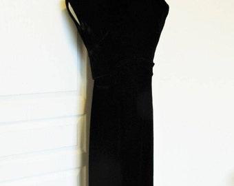 Vintage 1950's Black Velvet Wiggle Dress / Gorgeous Formal Hourglass Cocktail Party Dress / R&K Originals Size Small-Medium