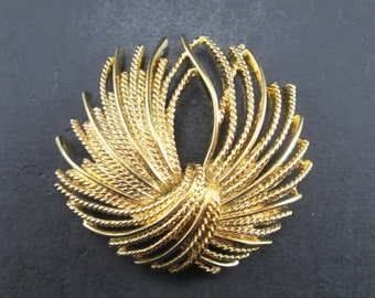 Vintage Gold Tone Monet Brooch Pin Tassel Knot Design Signed 60s