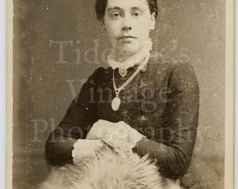 CDV Carte de Visite Photo Young Pretty Victorian Girl, Large Pendant, Lace Collar Portrait - Robinson & Thompson of Liverpool - Antique