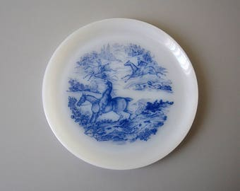 Vintage plates in ARCOPAL made in FRANCE / hunting with hounds / blue horse / set of 5 plates