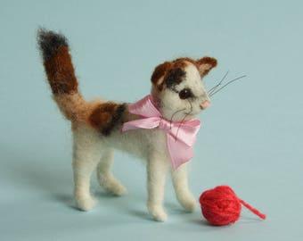 Needle felted kitten. Felt cat. Gift. Ornament. Felting dreams. Birthday gift. Felted cat. white cat. Gift for her. baby shower ornament