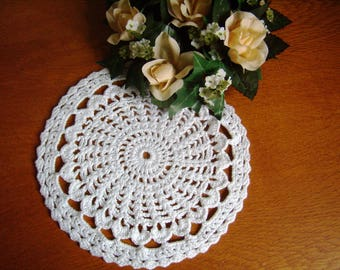 Lace doily, hand crocheted, Vintage French, cotton, 20 cm / 8 inches