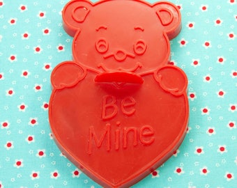 1989 Wilton Red Bear With Heart Plastic Imprint Valentine Cookie Cutter Taiwan