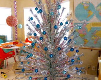 evergleam 8 ft foot vintage aluminum christmas tree silver fountain pom pom rainbow red green - Vintage Silver Christmas Tree