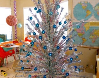 evergleam 8 ft foot vintage aluminum christmas tree silver fountain pom pom rainbow red green - Vintage Silver Christmas Tree